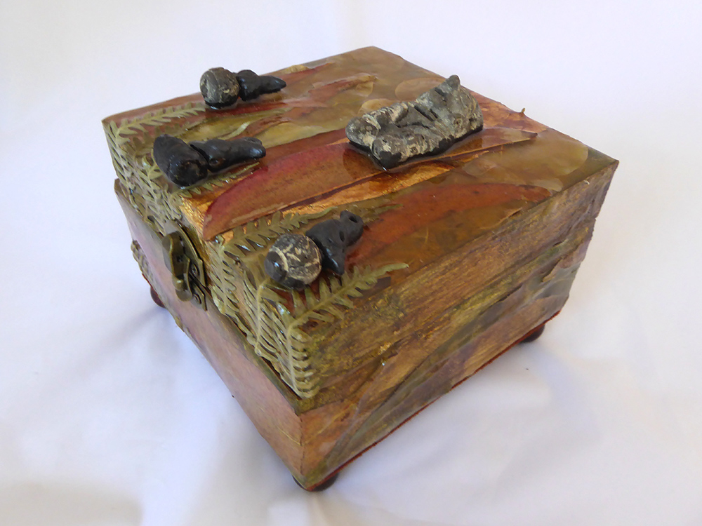 Amazon Jewelry Box - side