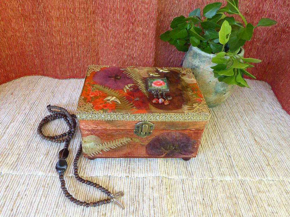 Poppy Jewelry Box - in setting