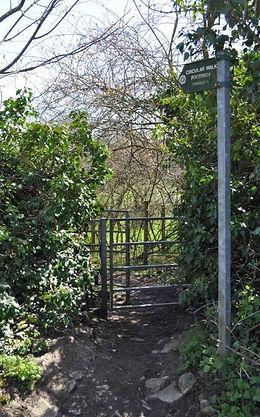 Footpath to Crawley sign