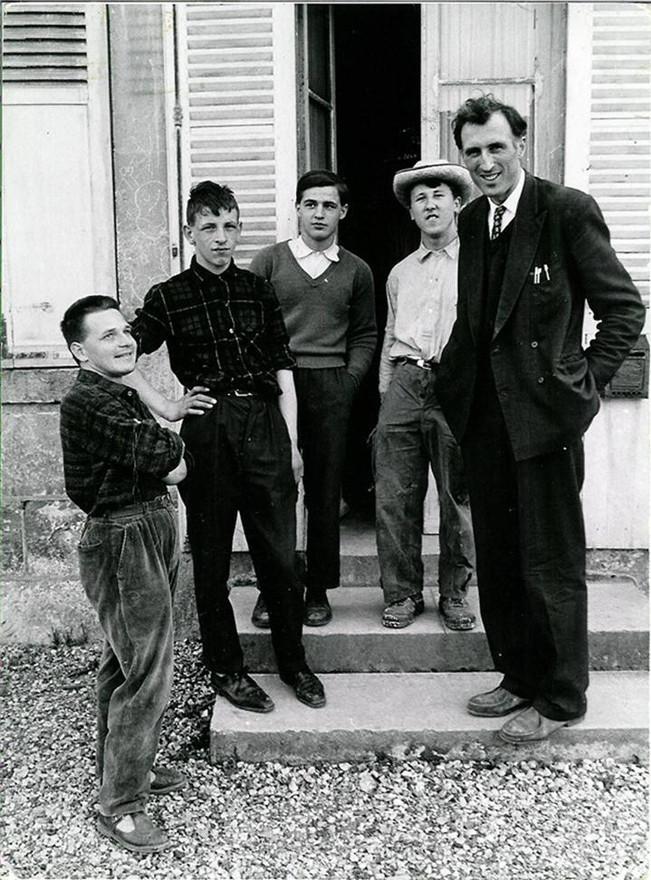Первые члены общины «Ковчег» в Троли