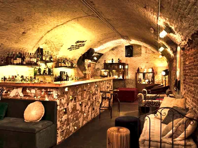 Club Clandestino Madrid Restaurant and Bar