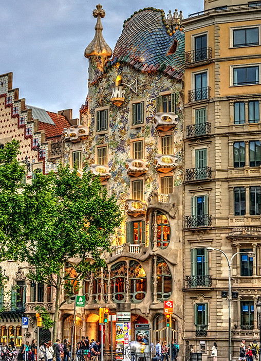 A view of the Casa Batlló on Passeig de Gràcia
