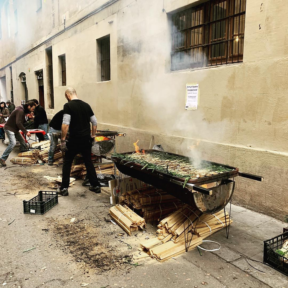 Calçots being grilled in the streets during the Calçotada