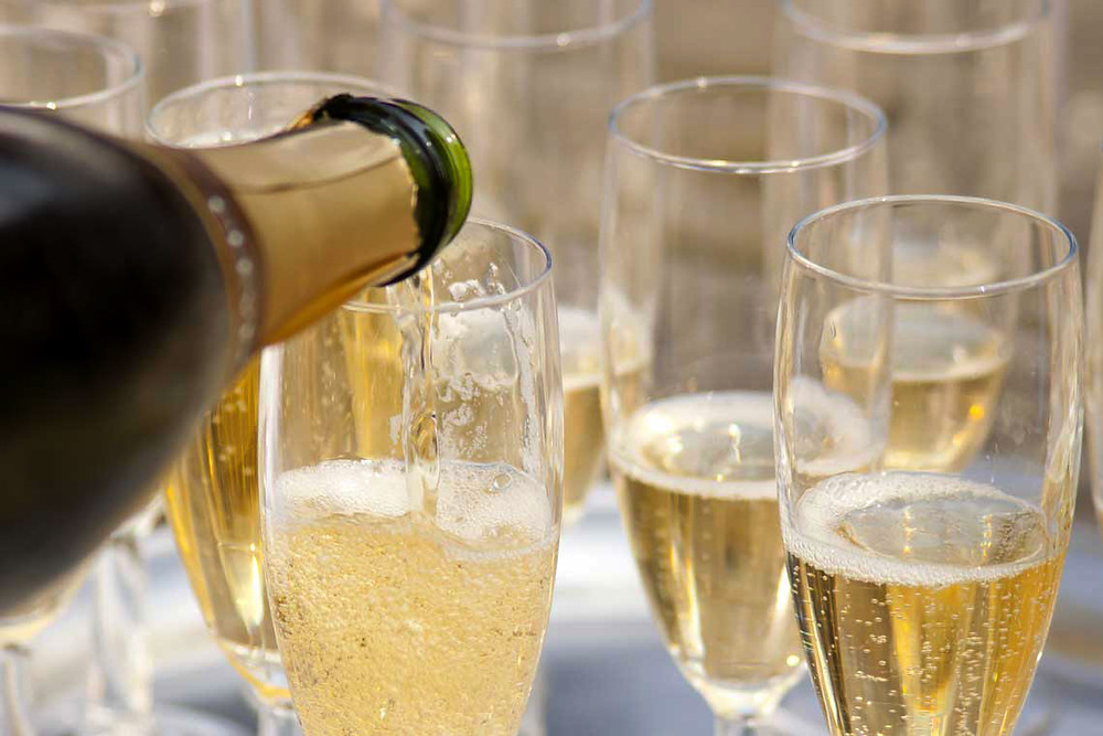 You can see the resemblance to champagne, as cava is poured above.