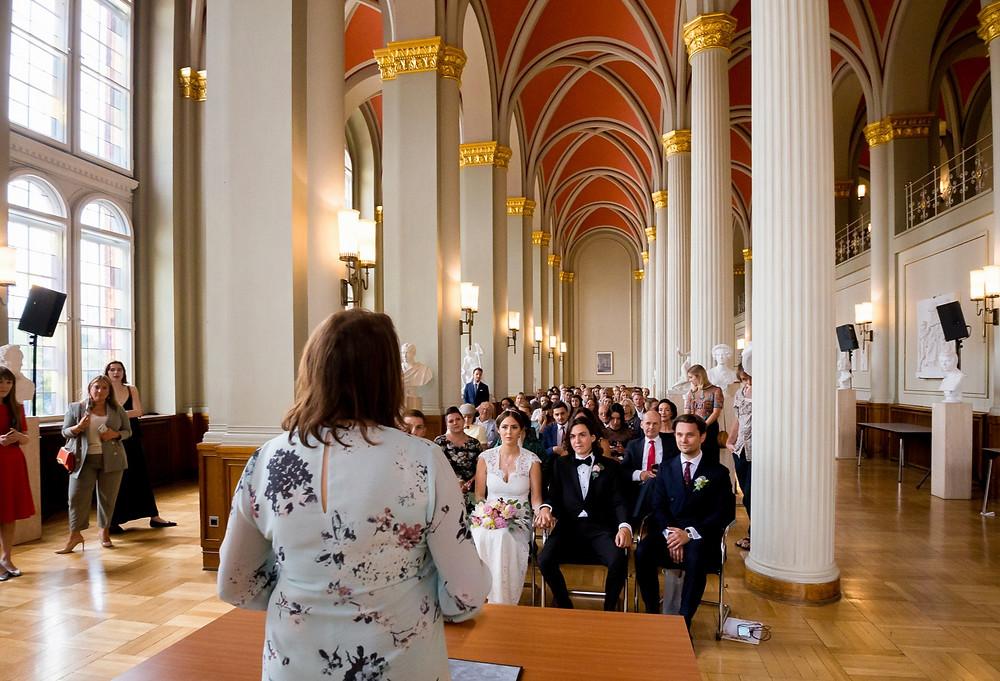 Braut und Trauzeuge Rote Rathaus Säulensaal
