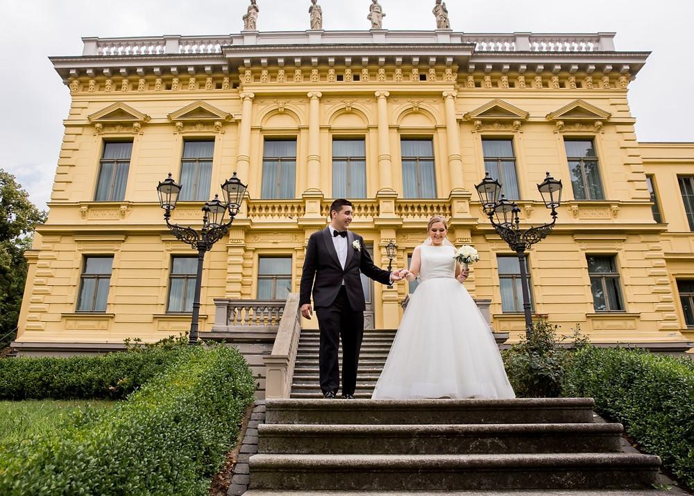 Brautpaar Treppe Märchen Villa Eberswalde