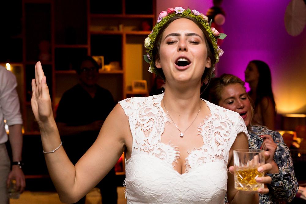 Glueckliche Braut im Loft Salzufer Berlin Charlottenburg