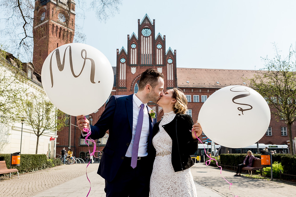 Brautpaarshooting Standesamt Köpenick in Hintergrund