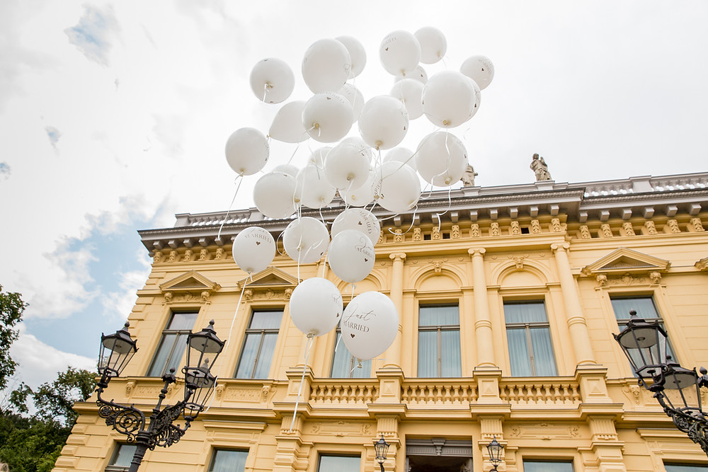 Ballons fliegen Märchen Villa Eberswalde