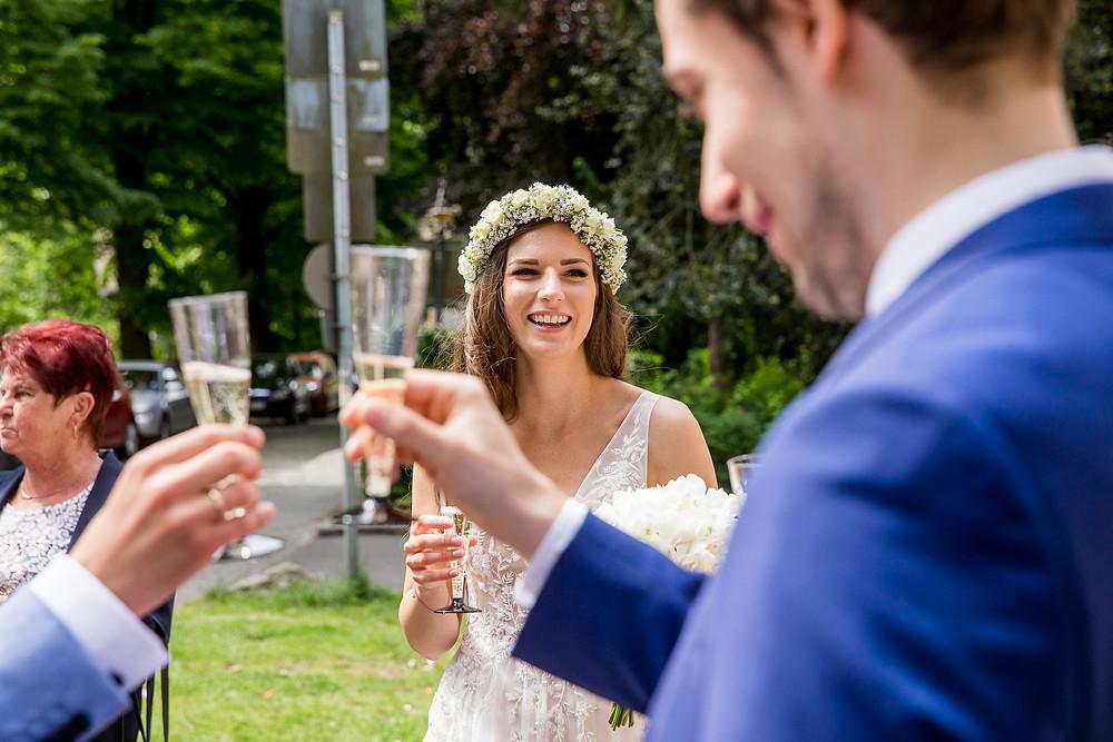 Braut sekt stossen Hochzeitsvilla Standesamt Steglitz Zehlendorf Berlin