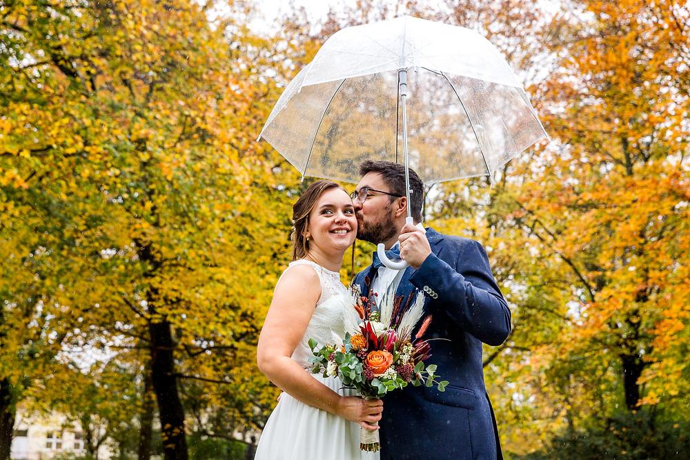 Brautpaarshooting herbst regen