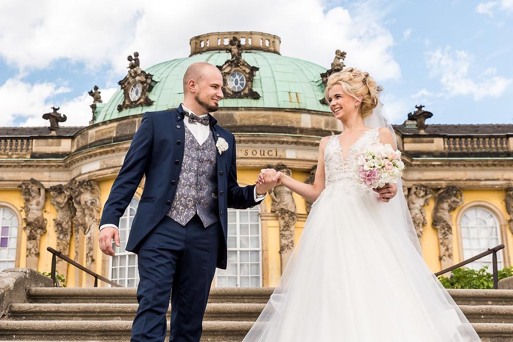 Brautpaar auf der Treppe Schloss Sanssouci