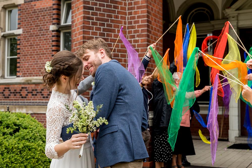 Austritt des Brautpaares von Standesamt Neukölln Berlin