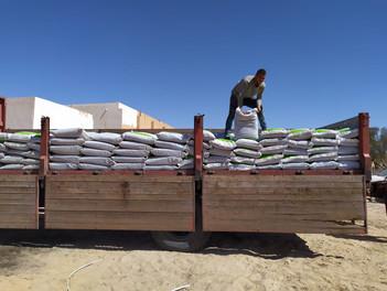 Distribuzione 400 sacchi compost