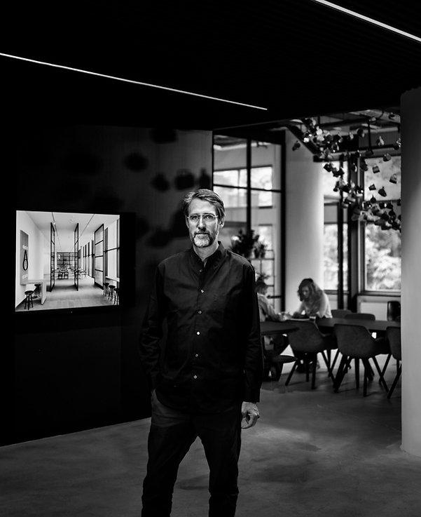 Tako Postma Portret Architectuur Zwart Wit