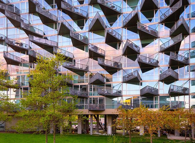 Kopenhagen Driehoek balkons gebouw roze