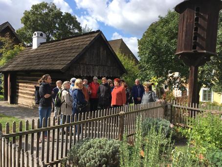 Výlet Klubu pohádkových čtecích babiček a dědečků do Skanzenu Přerov nad Labem
