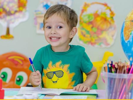Děti malují seniorům k svátku!