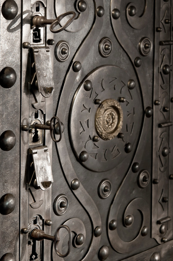 3 keys large antique safe