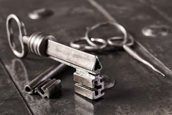 Spade shaped key