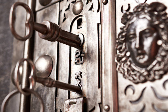 Double key medium 18th century safe