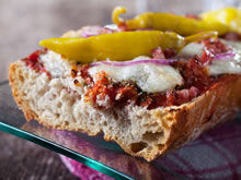 broodje-met-rode-pesto-en-mozzarella.jpg