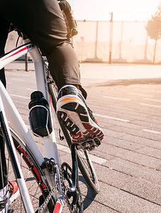 close-up-cyclist-riding-mountain-bike.jp
