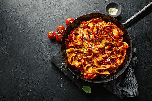 italian-spaghetti-with-tomato-sauce-pan.