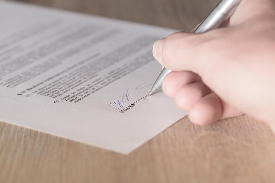 Signature d'un contrat de gardiennage