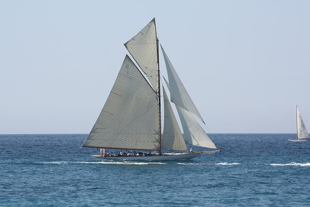 Photo de voiles et gréement d'un bateau