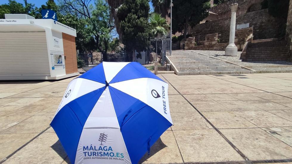 free tour malaga imprescindible paraguas malagaturismo.es .jpg