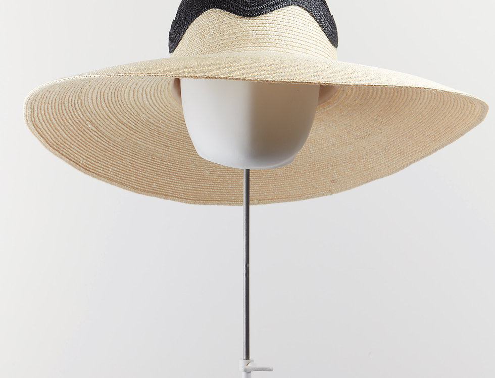 Wave straw sunhat with decorative crown - front view