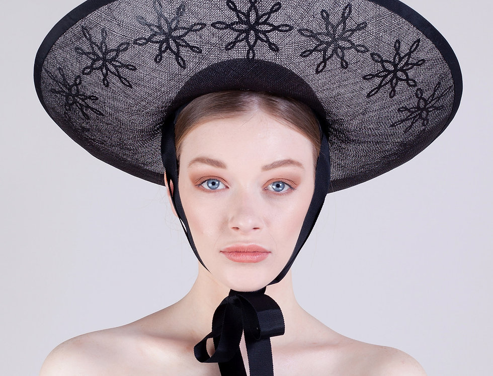 Namika sombrero style hat with transparent brim with inlaid flowers