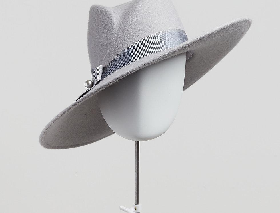 Sally-Ann Provan - Fenella wool felt fedora hat with ribbon trim - pale grey colour front view