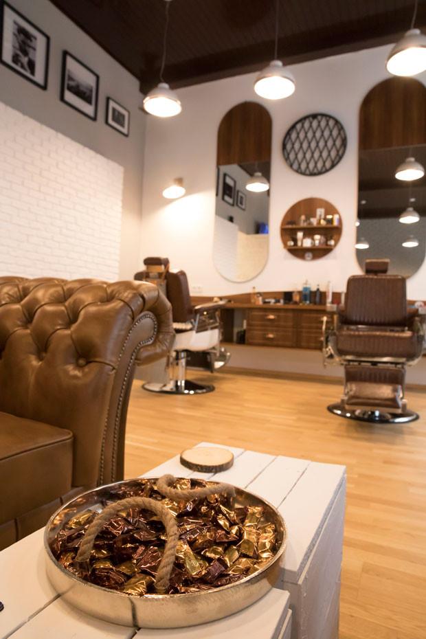 010_design_interior_barbershop_vienna.jp
