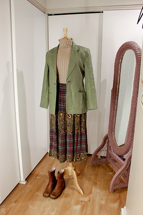 Small going green linen blazer