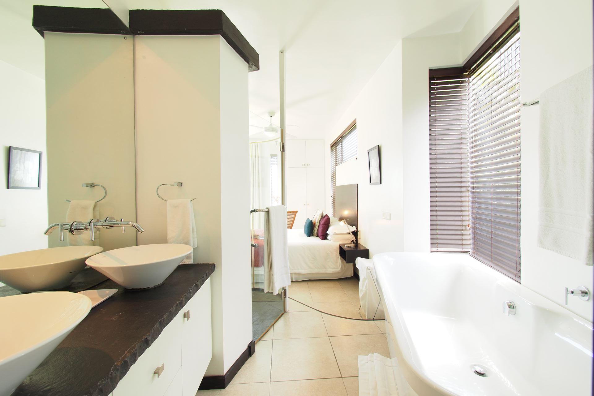 Lov. Le Cerisier Beach Apartments & Penthouses - Bathroom an.jpg