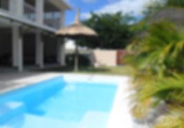 Belle maison pieds dans l'eau avec piscine Tamarin