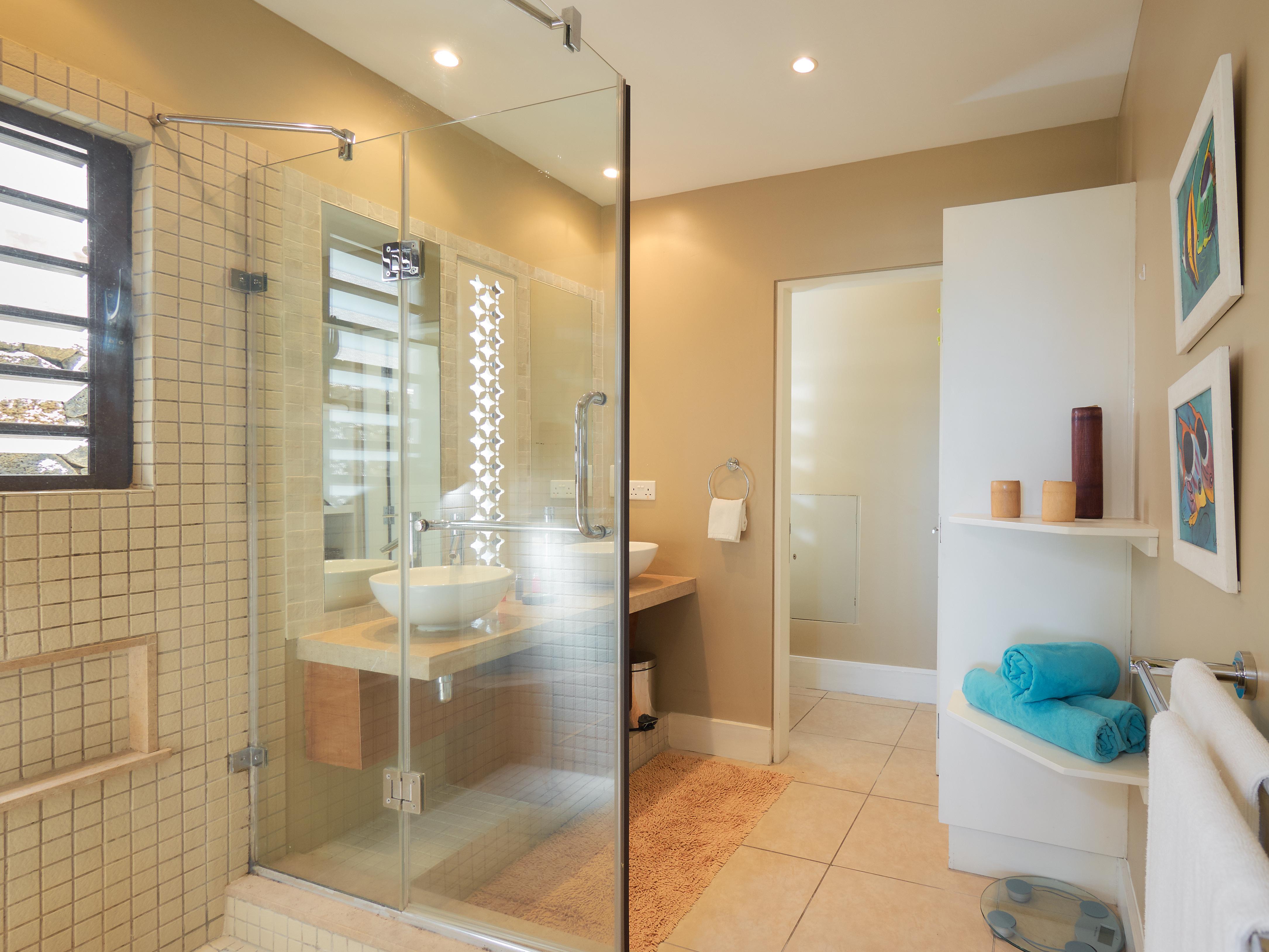 BA Suite Bathroom