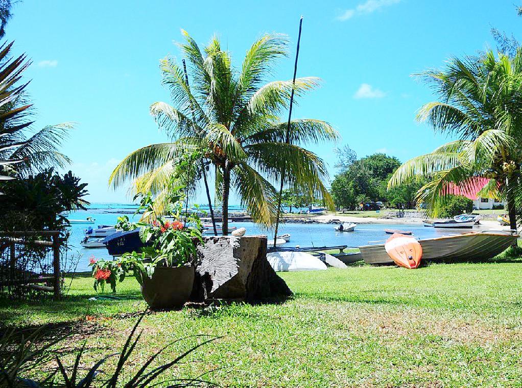 Villa pieds dans l'eau CAP MALHEUREUX vue lagon.jpg