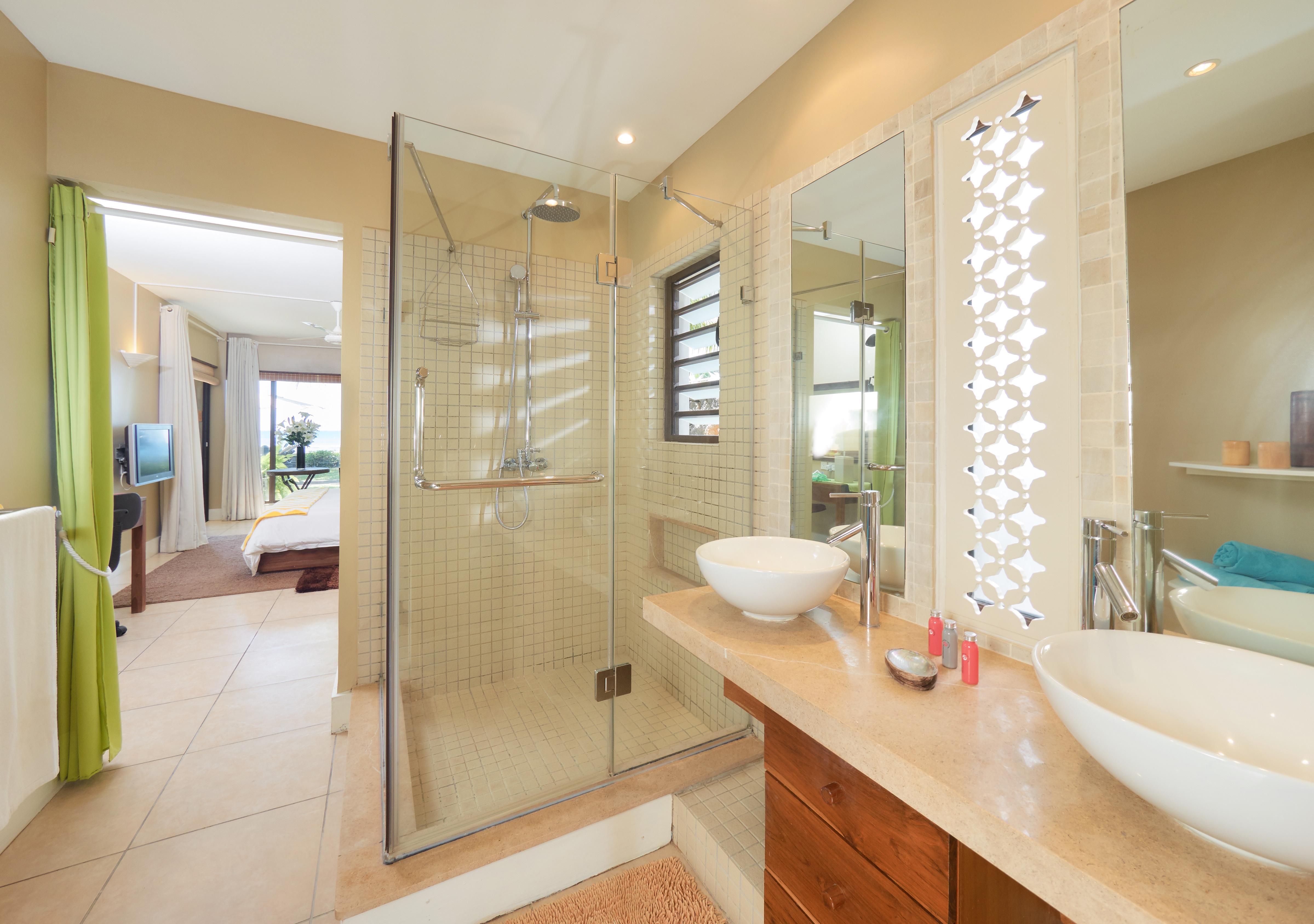BA Suite Bathroom (2)