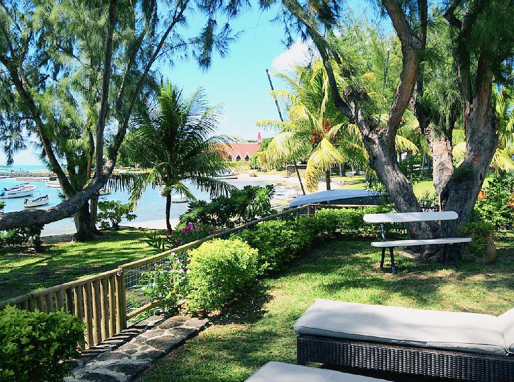 Villa pieds dans l'eau CAP MALHEUREUX jardin.jpg
