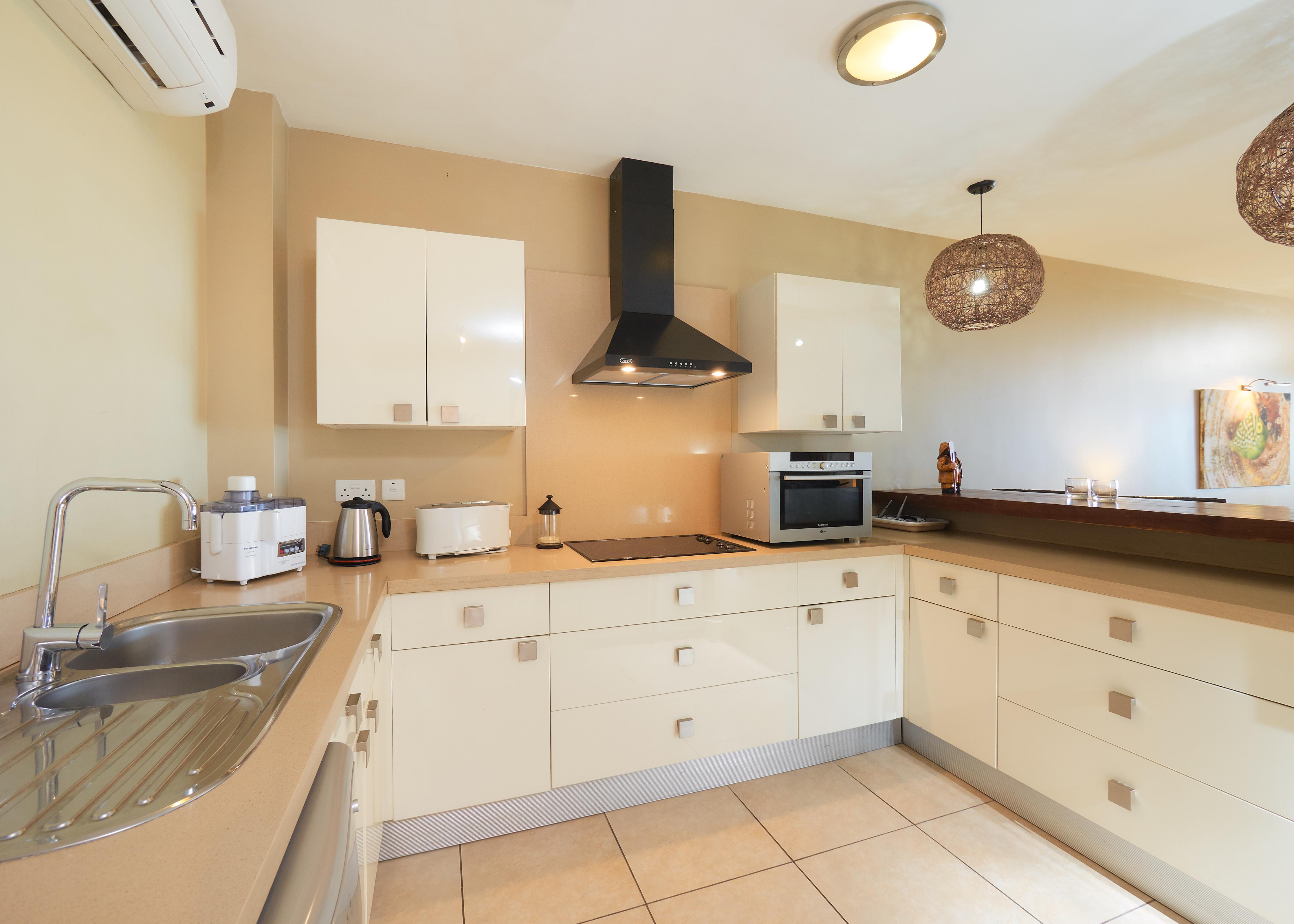 BA Suite Kitchen (2)