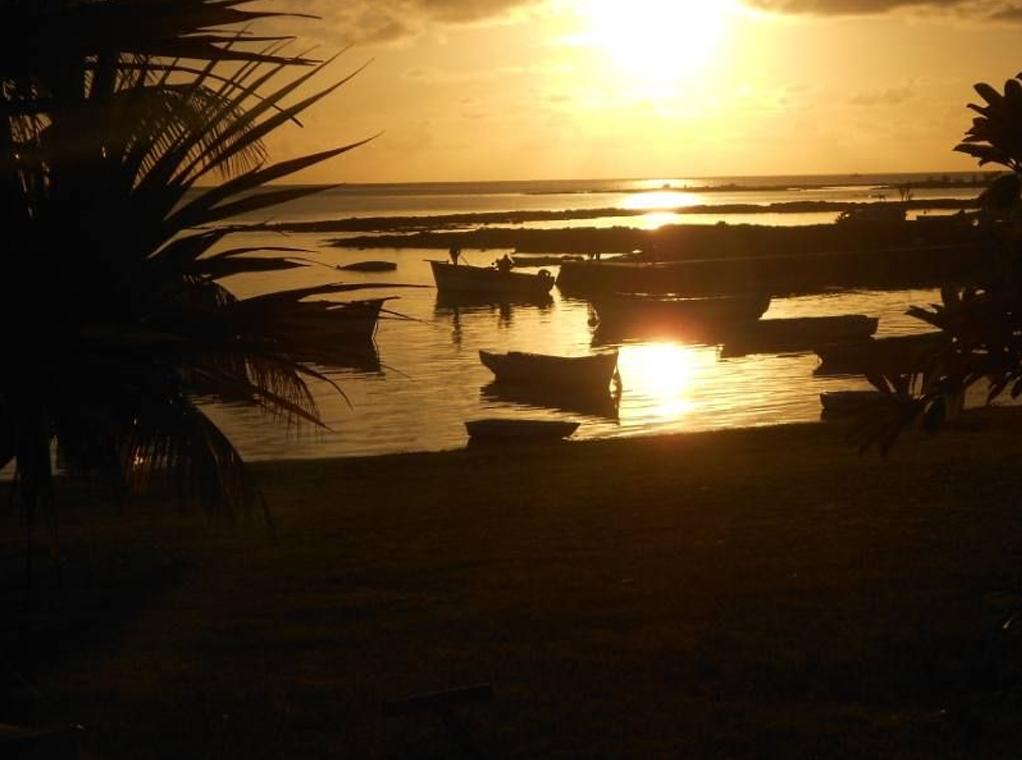 Villa pieds dans l'eau CAP MALHEUREUX coucher de soleil.jpg