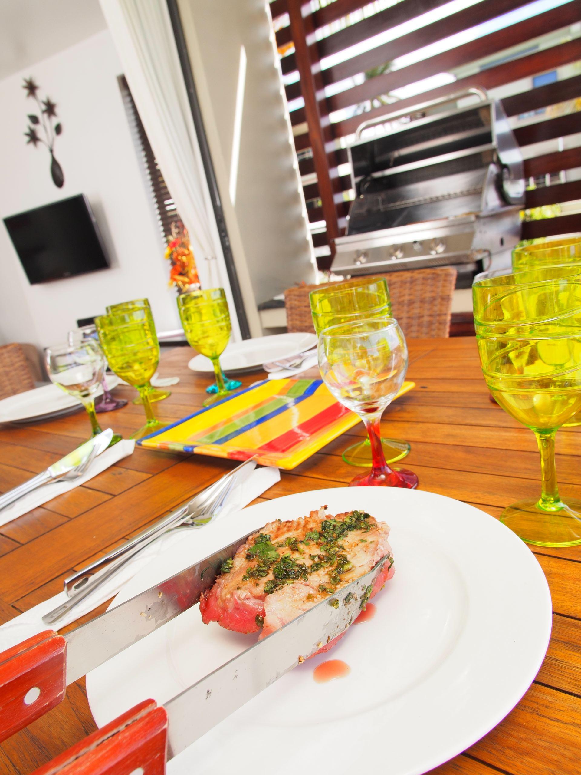 Lov. Le Cerisier Beach Apartments & Penthouses - Dinner - ww.jpg
