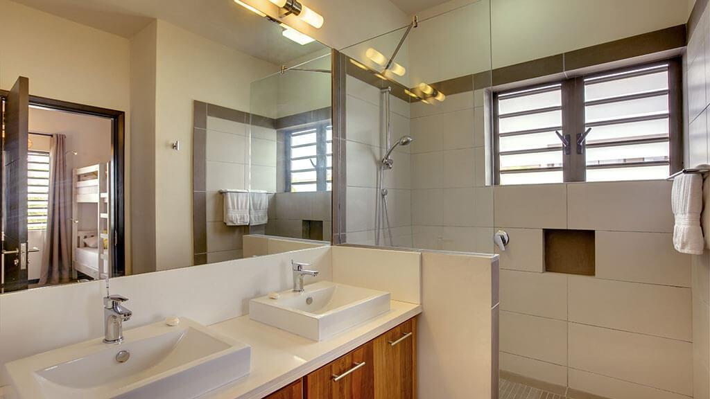 Villas-Stylia---Salle-de-bain-chambre-en