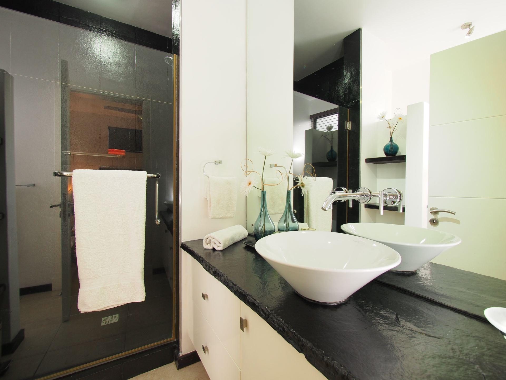 Lov. Le Cerisier Beach Apartments & Penthouses - Bathroom - .jpg