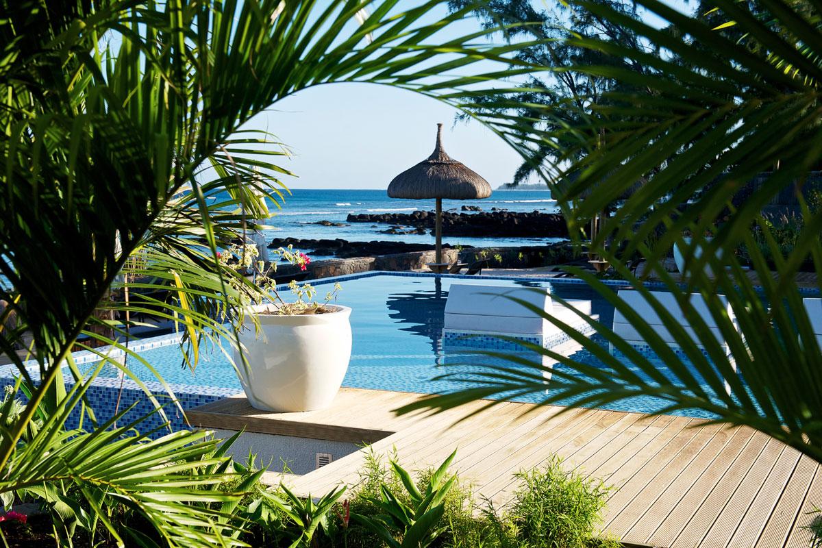maurice-leora-pool_view