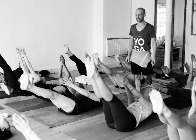 frapeau-patrick-laumond-pauline-mysore-yoga-ashtanga-vinyasa-studio-yogavillage-paris