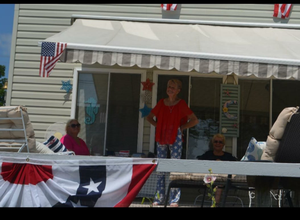 Honorable Mention - Sue Coffey -  HOUSE DECORATING CONTEST